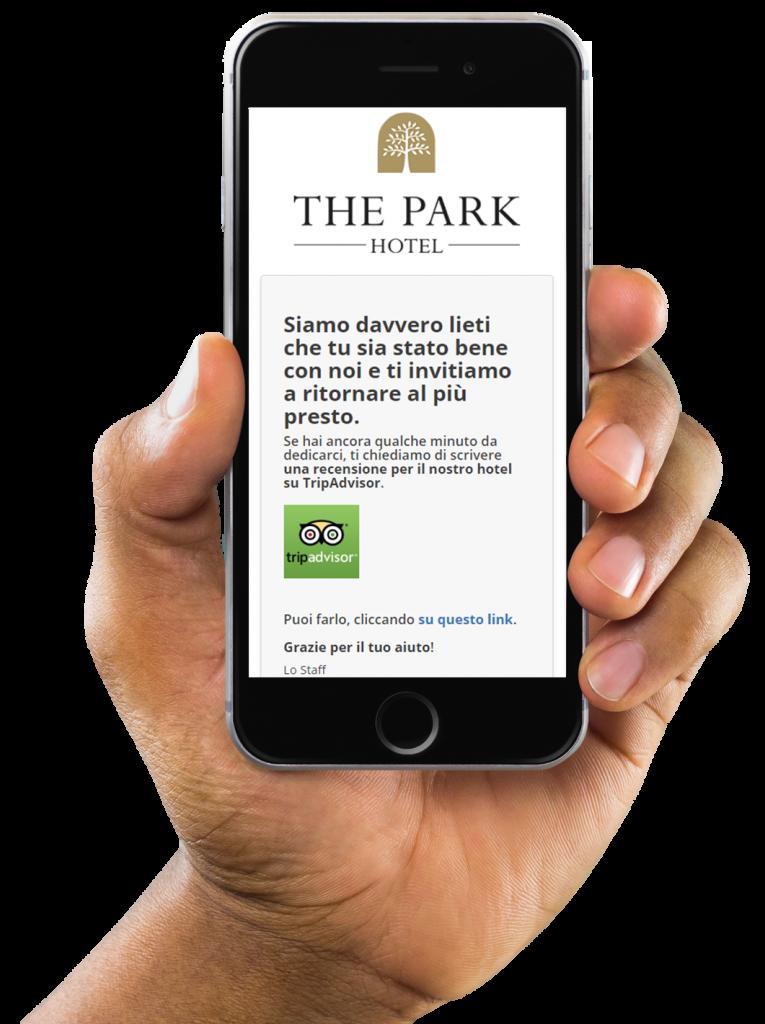 Una mano mostra uno smartphone su cui è visualizzato un messaggio di ringrazaimento epr la compilazione di un sondaggio di Wi-Fi Hotel.