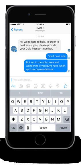 Uno smartphone su cui compare una conversazione tra il servizio clienti della Hyatt Hotels e un ospite.